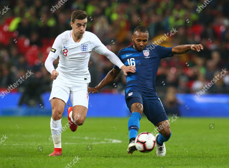 Julian Green of USA  holds of England's Harry Winks during the friendly soccer match between England and USA at the Wembley Stadium in London, England, 15 November 2018.