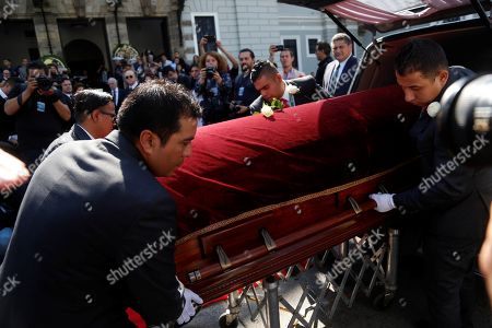 People carry the coffin of Mexican writer Fernando del Paso at the University of Guadalajara in Jalisco, Mexico, 15 November 2018. Mexico paid tribute to Del Paso, who died at the age of 83.