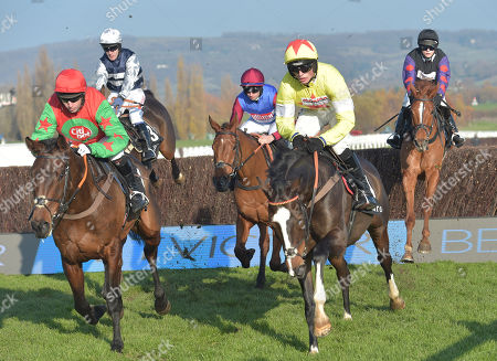 (R) Ibis Du Rheu (Harry Cobden) takes the last on the 2nd circuit before going on to win The maiiardjewellers.com Novices Chase from (L) Theatre Territory (Sam Waley-Cohen).