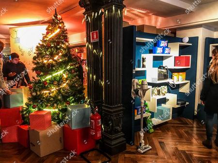 'Loft for Xmas' Amazon pop-up store, Milan