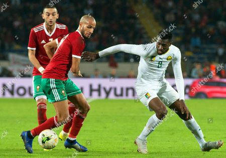 Morocco's Karim El Ahmadi (C) in action against Cameroon's Andre-Frank Zambo Anguissa (R) during the Africa Cup of Nations (AFCON) 2019 qualifying soccer match between Morocco and Cameroon in Casablanca, Morocco, 16 November 2018.