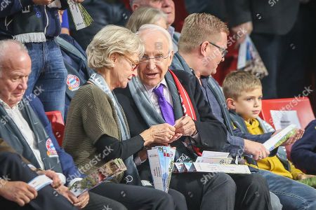 Karin and Dr. Edmund Stoiber Gespraech, FC Bayern Basketball vs. ZSKA Moskau, Basketball, Euroleague, 16.11.2018