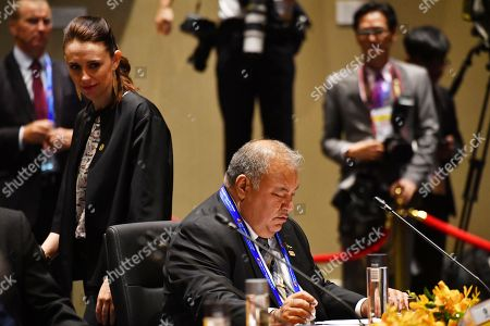 New Zealand's Prime Minister Jacinta Ardern (L) walks past Nauru's President Baron Waqa (R) at a Pacific Island Countries forum during the Asia-Pacific Economic Cooperation (APEC) summit in Port Moresby, Papua New Guinea, 18 November 2018. The APEC summit brings together world leaders from its 21 member nations and is being hosted for the first time by Papua New Guinea.