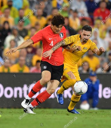 Kim Minjae (L) of Korea Republic takes on Jamie Maclaren (R) of the Socceroos during the International friendly match between Australia and the Korea Republic at Suncorp Stadium, in Brisbane, Australia, 17 November 2018.