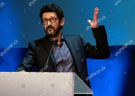 """Manolo Solo speaks after receiving the 'Luz"""" award at the Ibero-American Film Festival in Huelva, southern Spain, 17 November 2018. The festival runs 16 to 23 November."""