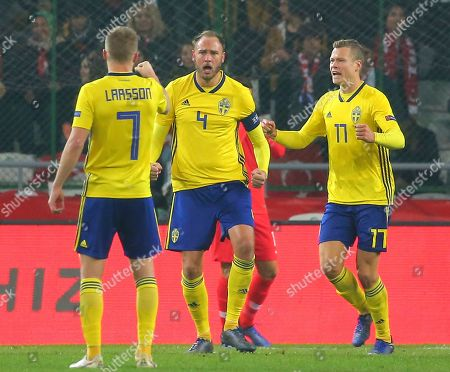 Sweden's Andreas Granqvist, centre, celebrates with his teammates after scoring his side's opening goal during the UEFA Nations League soccer match between Turkey and Sweden in Konya, Turkey