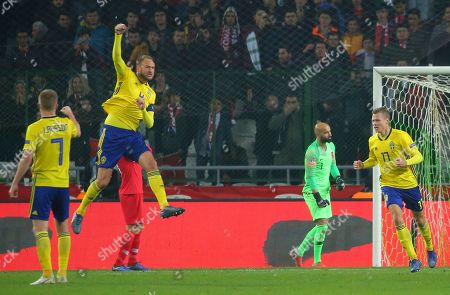 Sweden's Andreas Granqvist, centre left, celebrates after scoring his side's opening goal during the UEFA Nations League soccer match between Turkey and Sweden in Konya, Turkey