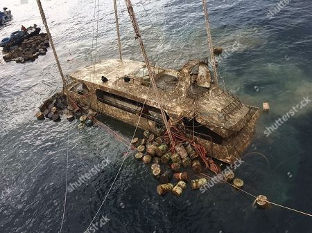 Thai authorities recover tour boat that sank, Phuket