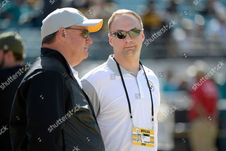 Pittsburgh Steelers general manager Kevin Colbert, left, talks with minority owner Thomas Tull during warmups before an NFL football game against the Jacksonville Jaguars, in Jacksonville, Fla
