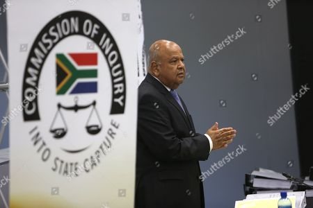 Former Finance Minister Pravin Gordhan he testifies at the State Capture Inquiry in Johannesburg, South Africa, 19 November 2018. The now Public Enterprises Minister Pravin Gordhan is appearing in front of the inquiry as part of an ongoing investigation into the state capture of government SEO and other organs of the state by former President Jacob Zuma and his political allies.
