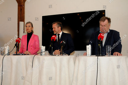 Claus Hjort Frederiksen, Ulla Tornaes, Anders Samuelsen speaking at a press conference