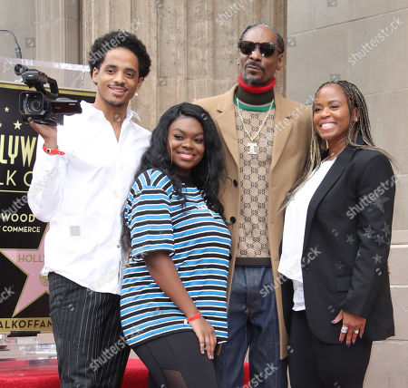 Snoop Dogg and Shante Taylor with family