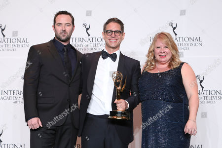 Sullivan Stapleton, Greg Berlanti, Julie Plec. Sullivan Stapleton (L) and US television producer Julie Plec (R) poses with writer Greg Berlanti and his Founders Award during the 46th International Emmy Awards gala in New York City on November 19, 2018. attends the 46th International Emmy Awards at The New York Hilton, in New York