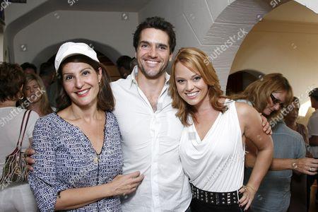 Nia Vardalos, Jackson Hurst and Kate Levering