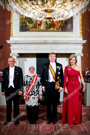 King Willem-Alexander, Queen Maxima, President Halimah Yacob of the Republic of Singapore and her husband Mohamed Abdullah Alhabshee in the Royal Palace prior to the state banquet.
