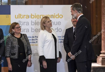 Spain's King Felipe VI (R) talks with EU Commissioner for Regional Policy Corina Cretu (2-L) during the official dinner of the 23rd Conference of Presidents of Ultra-peripheral regions of the European Union in Las Palmas de Gran Canaria, Canary Islands, Spain, 22 November 2018.