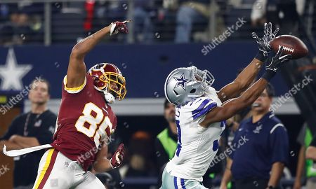 Dallas Cowboys player Byron Jones (R) misses the ball against Washington Redskins player Jordan Reed (L) during the second half of the NFL match between the Dallas Cowboys and the Washington Redskins at AT&T Stadium in Arlington, Texas, USA, 22 November 2018.