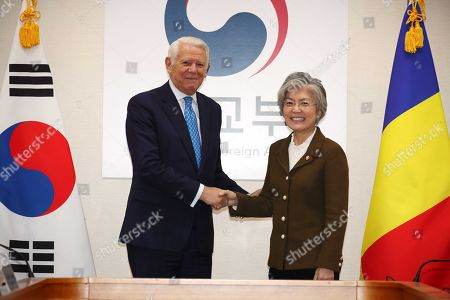 South Korean Foreign Minister Kang Kyung-wha (R) poses for a photo with her Romanian counterpart Teodor-Viorel Melescanu (L), during their meeting at the government complex in Seoul, South Korea, 23 November 2018.