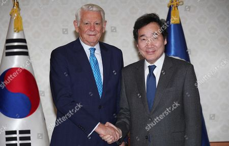 South Korean Prime Minister Lee Nak-yon (R) poses for a photo with Romanian Foreign Minister Teodor-Viorel Melescanu (L) during their meeting at the government complex in Seoul, South Korea, 23 November 2018.