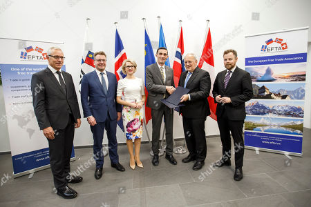 (L-R) Secretary-General of the European Free Trade Association (EFTA) Henri Getaz, Iceland's Minister for Foreign Affairs Gulaugur Thor Thordarson, Liechtenstein's Minister of Foreign Affairs Aurelia Frick, Kosovo's Minister of Trade and Industry Endrit Shala, Swiss Minister of Economic Johann Schneider-Ammann and Norway's Minister of Trade and Industry Torbjorn Roe Isaksen, pose for an official photo after signing a political declaration between the European Free Trade Association (EFTA) and Kosovo, during an EFTA Ministerial meeting at the headquarters of the European Free Trade Association, in Geneva, Switzerland, 23 November 2018.