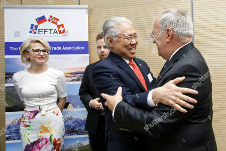 Swiss Minister of Economic Johann Schneider-Ammann, right, welcomes Indonesia's Trade Minister Enggartiasto Lukita, 2nd right, past Liechtenstein's Minister of Foreign Affairs Aurelia Frick, left, and Norway's Minister of Trade and Industry Torbjorn Roe Isaksen, 2nd left, before signing a agreement between EFTA and Indonesia, during an EFTA Ministerial meeting at the headquarters of the European Free Trade Association, EFTA, in Geneva, Switzerland, Friday, November 23, 2018.