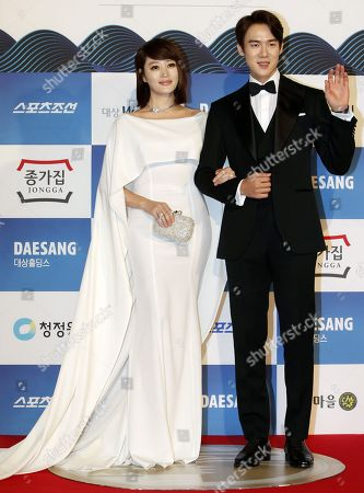 South Korean actors Kim Hae-soo (L) and Yoo Yeon-seok (R) arrive for the 39th Blue Dragon Film Awards at the Kyunghee University in Seoul, South Korea, 23 November 2018. The Blue Dragon (Cheongryong) Awards are one of the country's two major film awards.