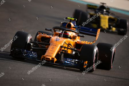 Belgian Formula One driver Stoffel Vandoorne of McLaren (L) in action during the third practice session of the Abu Dhabi Formula One Grand Prix 2018 at Yas Marina Circuit in Abu Dhabi, United Arab Emirates, 24 November 2018. The Formula One Grand Prix of Abu Dhabi will take place on 25 November 2018.