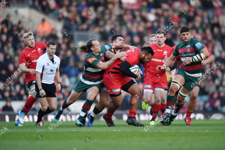 Christopher Tolofua of Saracens is challenged by Gareth Owen of Leicester Tigers and Sam Harrison of Leicester Tigers.