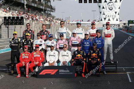 25.11.2018, Yas Marina Circuit, Abu Dhabi, 2018 FORMULA 1 ETIHAD AIRWAYS ABU DHABI GRAND PRIX ,  Abschlussgroupn r Fahrer 2018: Romain Grosjean (FRA#8), Haas F1 Team, Kevin Magnussen (DNK#20), Haas F1 Team, Sergei Sirotkin (RUS#35), Williams Martini Racing, Lance Stroll (CAN#18), Williams Martini Racing, Marcus Ericsson (SWE#9) Alfa Romeo Sauber F1 Team, Charles Leclerc (MCO#16), Alfa Romeo Sauber F1 Team Nico Huelkenberg (GER#27), Renault Sport F1 Team, Carlos Sainz Jr. (SPA#55), Renault Sport F1 Team, Stoffel Vandoorne (BEL#2), McLaren F1 Team, Fernando Alonso (SPA#14), McLaren F1 Team, Sergio Perez (MEX#11), Racing Point Force India F1 Team, Esteban Ocon (FRA#31), Racing Point Force India F1 Team, Pierre Gasly (FRA#10), Red Bull goalo Rosso Honda, Brendon Hartley (NZL#28), Red Bull goalo Rosso Honda Sebastian Vettel (GER#5), Scuderia Ferrari, Kimi Raikkonen (FIN#7), Scuderia Ferrari, Lewis Hamilton (GB#44), Mercedes AMG Petronas Formula One Team, Valtteri Bottas (FIN#77), Mercedes AMG Petronas Formula One Team, Max Verstappen (NEL#33), Aston Martin Red Bull Racing, Daniel Ricciardo (AUS#3), Aston Martin Red Bull Racing