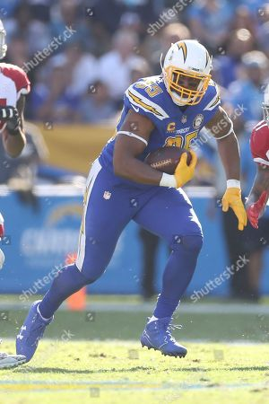 Los Angeles Chargers tight end Antonio Gates (85) eyes an oncoming defender as he runs after the catch in the first half of an NFL football game, in Carson, Calif