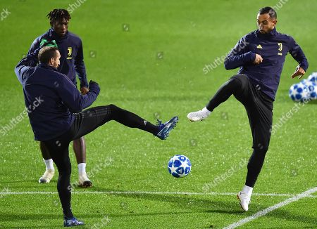 Juventus players Giorgio Chiellini (L) and Medhi Benatia (R) perform during their team's training session in Turin, Italy, 26 November 2018. Juventus FC will face Valencia CF in their UEFA Champions League group H soccer match on 27 November 2018.