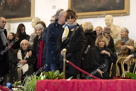 Laura Morante (C) pays her respect to the late Italian film director Bernardo Bertolucci as his coffin lies in repose at the City Hall in Rome, Italy, 27 November 2018. Bertolucci has died in Rome on 26 November, after suffering from cancer. He was 77.