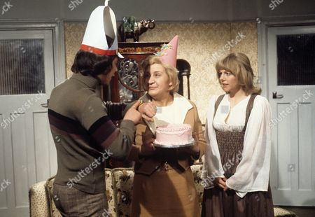 'Doctor in Charge'   TV Robin Nedwell, Mollie Sugden and Sammie Winmill